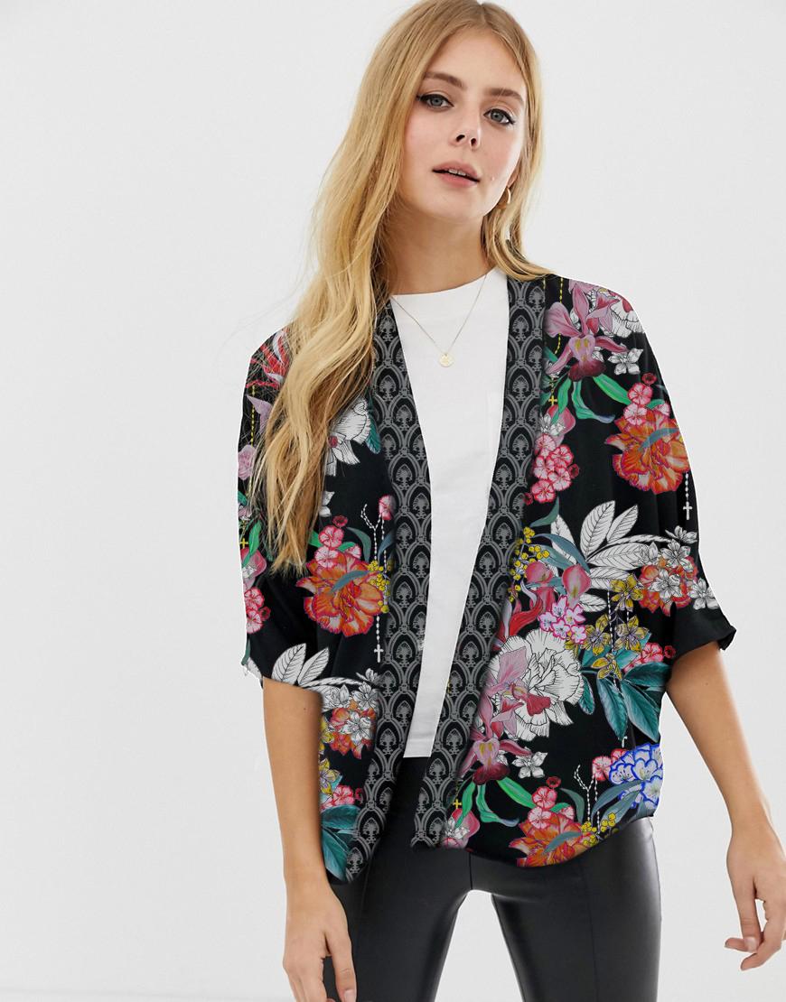 evita-on-kimono-alagonda
